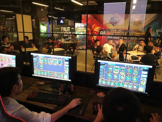Hình ảnh đông đảo bài thủ tham gia offline giải đấu tại Hà Nội