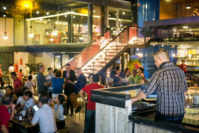Holy Pig – Một trong một số nhà hàng Thứ nhất được đưa vào phục vụ du khách ở Cocobay.