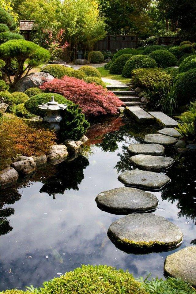 Những khu vườn Nhật Bản có đậm nét đặc trưng như trà thất, thạch đăng lung, thủy bồn, cá cảnh…