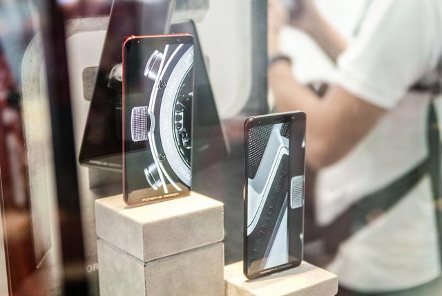 Cửa hàng trải nghiệm đầu tiên của Huawei đã có mặt ở Hà Nội: Mate RS Porsche Design, Matebook X Pro và hơn thế nữa… - Ảnh 9.