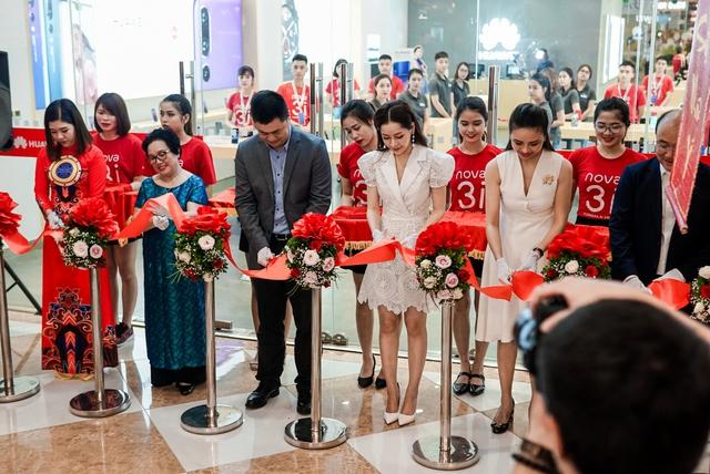 Cửa hàng trải nghiệm đầu tiên của Huawei đã có mặt ở Hà Nội: Mate RS Porsche Design, Matebook X Pro và hơn thế nữa… - Ảnh 12.