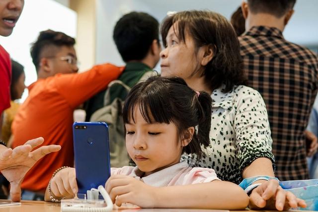 Cửa hàng trải nghiệm đầu tiên của Huawei đã có mặt ở Hà Nội: Mate RS Porsche Design, Matebook X Pro và hơn thế nữa… - Ảnh 14.