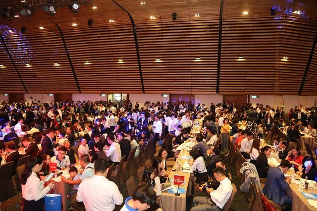 Gần 2.000 khách hàng chen chân tham dự Lễ công bố dự án Sunshine City Sài Gòn - Ảnh 2.