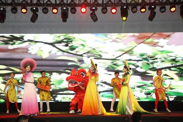 Gần 2.000 khách hàng chen chân tham dự Lễ công bố dự án Sunshine City Sài Gòn - Ảnh 4.