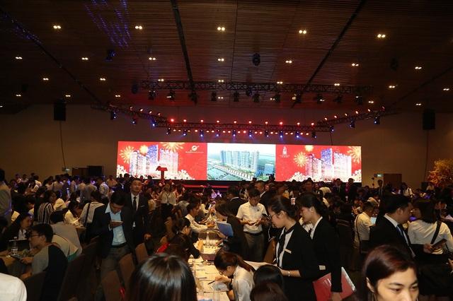 Gần 2.000 khách hàng chen chân tham dự Lễ công bố dự án Sunshine City Sài Gòn - Ảnh 6.