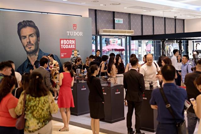 Thương hiệu đồng hồ do David Beckham, Lady Gaga đại diện mở cửa hàng pop-up ở TP.HCM - Ảnh 1.