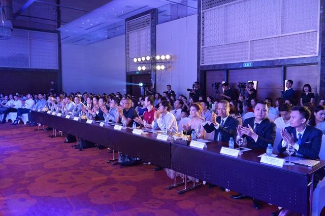Buổi lễ nhận được sự quan tâm của đông đảo khách mời, chủ shop online…