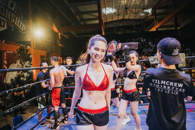 Ngọc Trinh cởi áo khoe nội y đốt cháy sàn đấu Coco Championship - Ảnh 3.