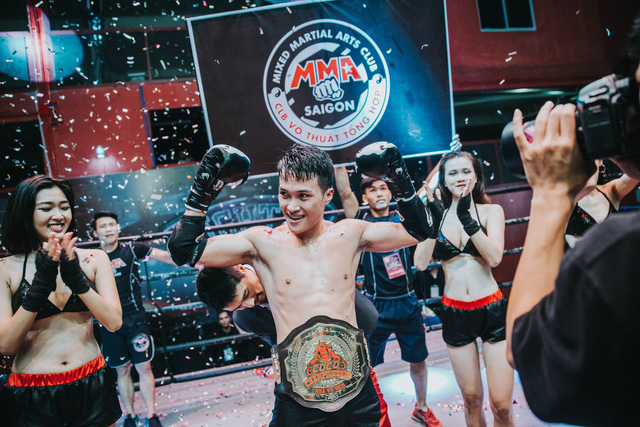 Ngọc Trinh cởi áo khoe nội y đốt cháy sàn đấu Coco Championship - Ảnh 7.