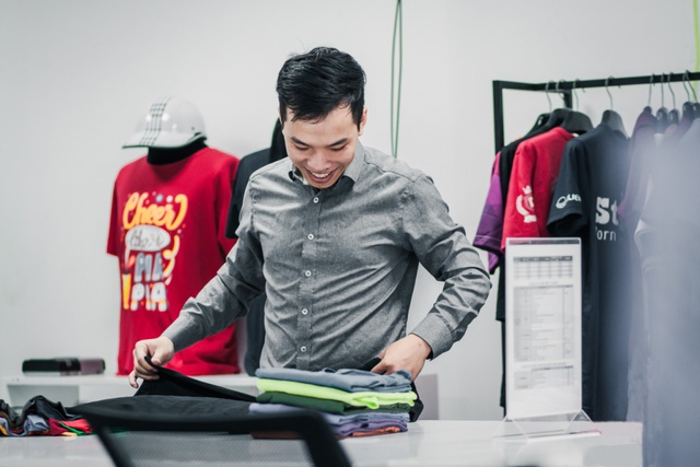 Không hài lòng với áo lớp, 9x tự thiết kế rồi mở hẳn công ty sản xuất đồng phục - Ảnh 4.