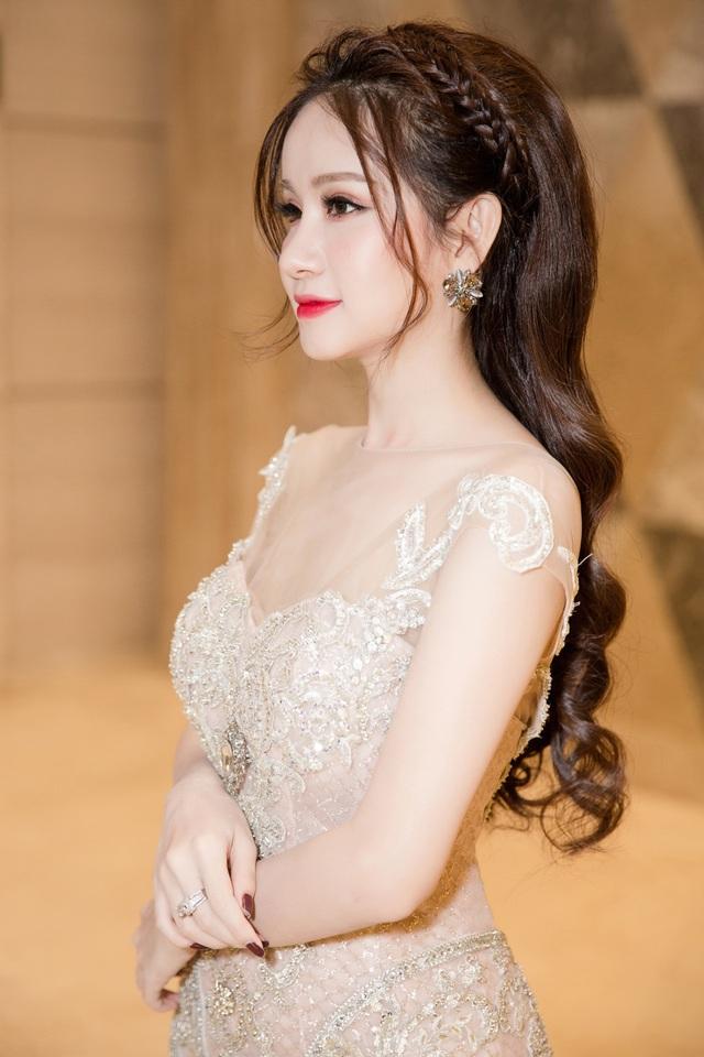 Á hậu Huyền Cò xinh đẹp lộng lẫy tại sự kiện - Ảnh 2.