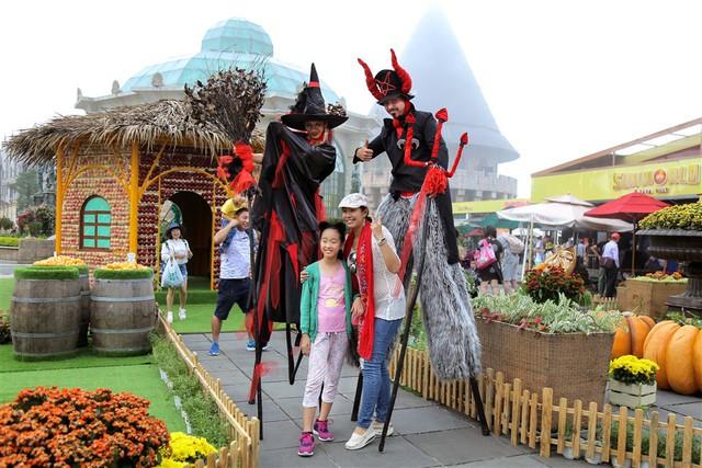 Lạc vào thế giới hắc ám vui nhộn tại Sun World Ba Na Hills mùa Halloween - Ảnh 1.