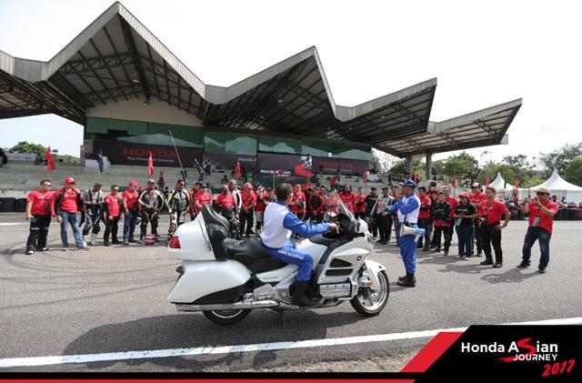 """Chiêm ngưỡng siêu mô tô 7 tỉ và dàn xe """"khủng"""" xuất hiện trong hành trình Honda Asian Jourrney 2017 - Ảnh 1."""