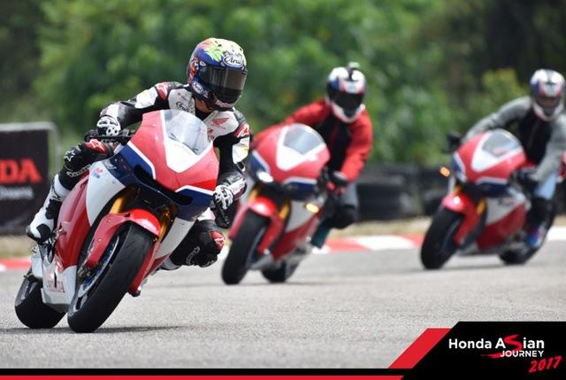 """Chiêm ngưỡng siêu mô tô 7 tỉ và dàn xe """"khủng"""" xuất hiện trong hành trình Honda Asian Jourrney 2017 - Ảnh 2."""