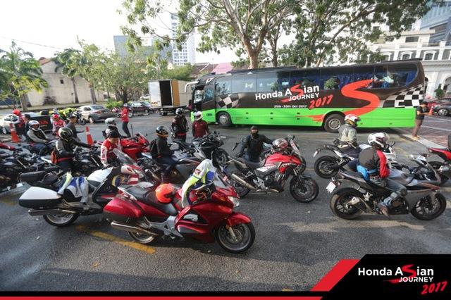 """Chiêm ngưỡng siêu mô tô 7 tỉ và dàn xe """"khủng"""" xuất hiện trong hành trình Honda Asian Jourrney 2017 - Ảnh 3."""
