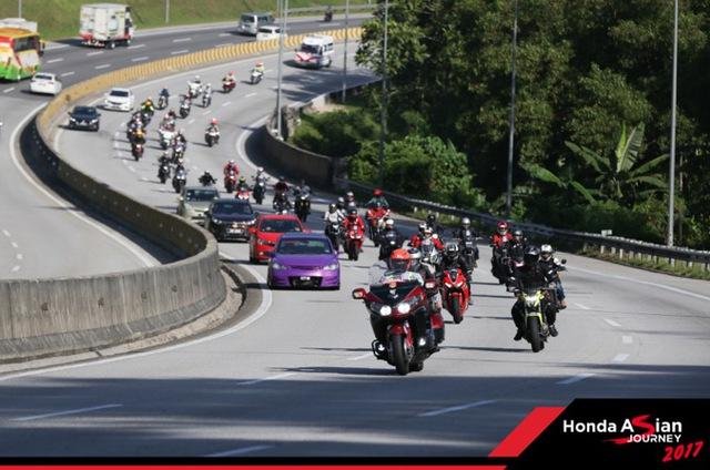 """Chiêm ngưỡng siêu mô tô 7 tỉ và dàn xe """"khủng"""" xuất hiện trong hành trình Honda Asian Jourrney 2017 - Ảnh 5."""