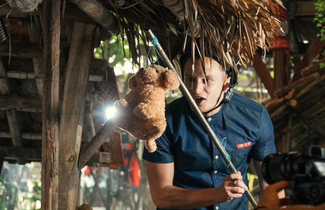 Cười vỡ bụng với clip các bạn trẻ nước ngoài làm về nhân vật văn học Việt Nam - Ảnh 5.