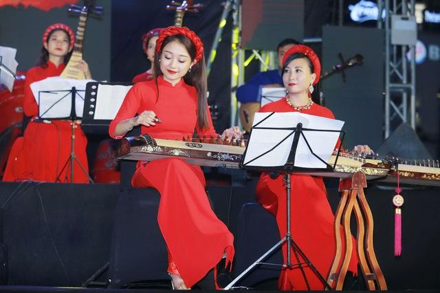 """""""Phố Concert"""" – Sự kết hợp đặc biệt của EDM và nhạc dân tộc - Ảnh 2."""