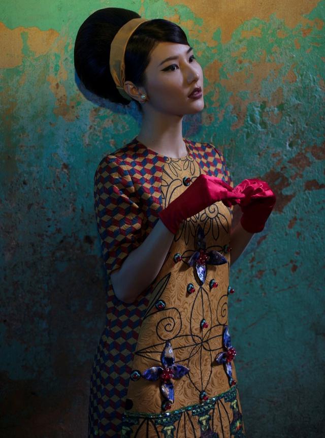 Cặp đôi mỹ nhân Cô ba Sài Gòn đẹp hoài cổ với trang phục của Thuỷ Design House - Ảnh 2.