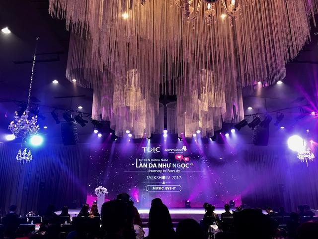 Sơn Tùng khoe loạt đồ hàng hiệu trong sự kiện làm đẹp cả nghìn người tham gia tại Hà Nội - Ảnh 10.