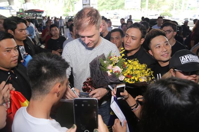 Armin đã đến Việt Nam, sẵn sàng cho đêm nhạc khủng Armin Van Buuren By VinaPhone - Ảnh 3.