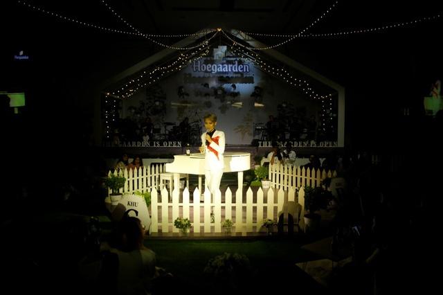 Vũ Cát Tường gây bão cảm xúc với 13 ca khúc trong mini show - Ảnh 1.