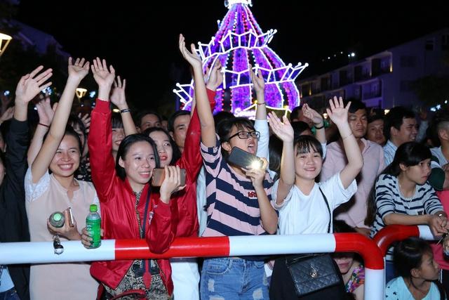 """Giới trẻ thích thú với đêm nhạc EDM Giáng sinh cực """"bốc"""" tại Phú Quốc - Ảnh 2."""