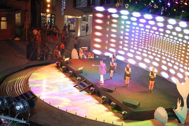 """Giới trẻ thích thú với đêm nhạc EDM Giáng sinh cực """"bốc"""" tại Phú Quốc - Ảnh 7."""