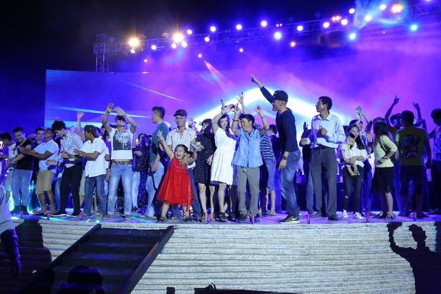 """Giới trẻ thích thú với đêm nhạc EDM Giáng sinh cực """"bốc"""" tại Phú Quốc - Ảnh 9."""