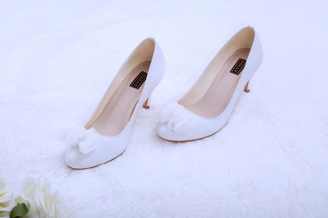 Thuần khiết và trong trẻo như những đôi giày cưới của Dolly - Ảnh 2.