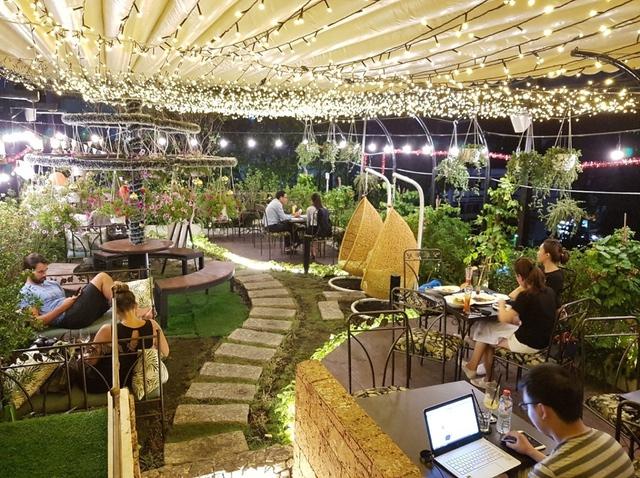 Trải nghiệm không giancafe– Restaurantmang phong cách châu Âusang trọnggiữa lòng Sài Gòn - Ảnh 3.