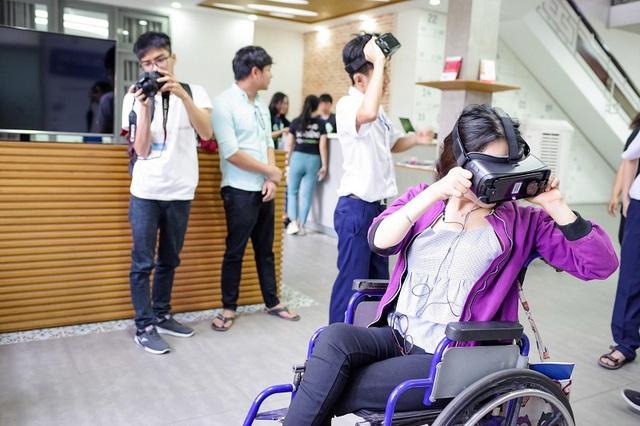 """Xúc động trong buổi tọa đàm """"Công nghệ thu hẹp khoảng cách giữa người khuyết tật và thế giới"""" - Ảnh 27."""