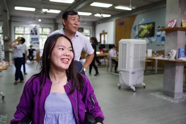"""Xúc động trong buổi tọa đàm """"Công nghệ thu hẹp khoảng cách giữa người khuyết tật và thế giới"""" - Ảnh 32."""