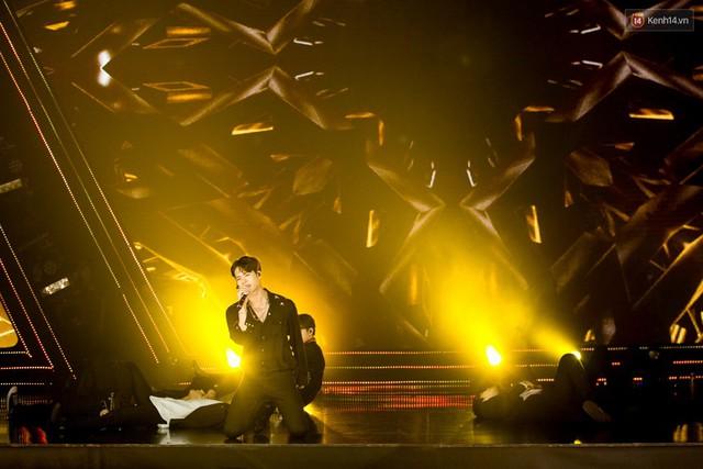 Trong một đêm diễn tại Việt Nam, GOT7, Đông Nhi cùng loạt nghệ sĩ Việt để lại những khoảnh khắc đẹp sâu lắng - Ảnh 1.