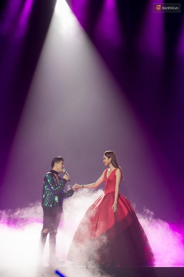 Trong một đêm diễn tại Việt Nam, GOT7, Đông Nhi cùng loạt nghệ sĩ Việt để lại những khoảnh khắc đẹp sâu lắng - Ảnh 9.
