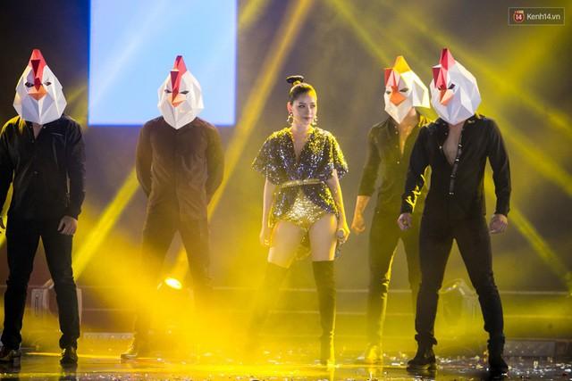 Trong một đêm diễn tại Việt Nam, GOT7, Đông Nhi cùng loạt nghệ sĩ Việt để lại những khoảnh khắc đẹp sâu lắng - Ảnh 10.