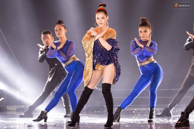 Trong một đêm diễn tại Việt Nam, GOT7, Đông Nhi cùng loạt nghệ sĩ Việt để lại những khoảnh khắc đẹp sâu lắng - Ảnh 11.