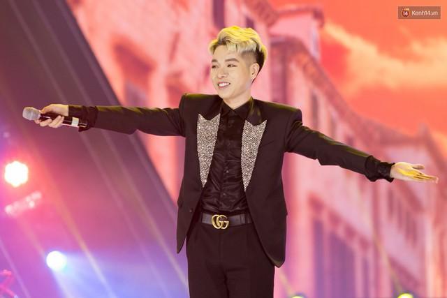 Trong một đêm diễn tại Việt Nam, GOT7, Đông Nhi cùng loạt nghệ sĩ Việt để lại những khoảnh khắc đẹp sâu lắng - Ảnh 13.