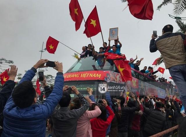 Bạn có tò mò về chiếc xe bus đón các tuyển thủ U23 Việt Nam hôm qua? - Ảnh 2.