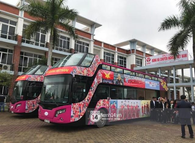 Bạn có tò mò về chiếc xe bus đón các tuyển thủ U23 Việt Nam hôm qua? - Ảnh 4.