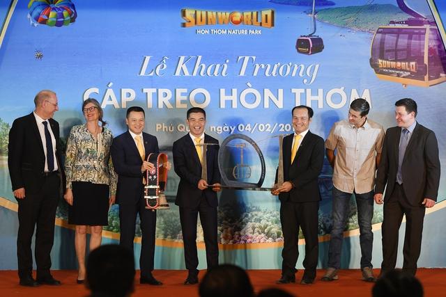 Phú Quốc khai trương cáp treo Hòn Thơm dài nhất thế giới - Ảnh 2.