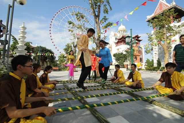 Giới trẻ háo hức chờ đón lễ hội Mai vàng sắc xuân Sun World Danang Wonders - Ảnh 6.