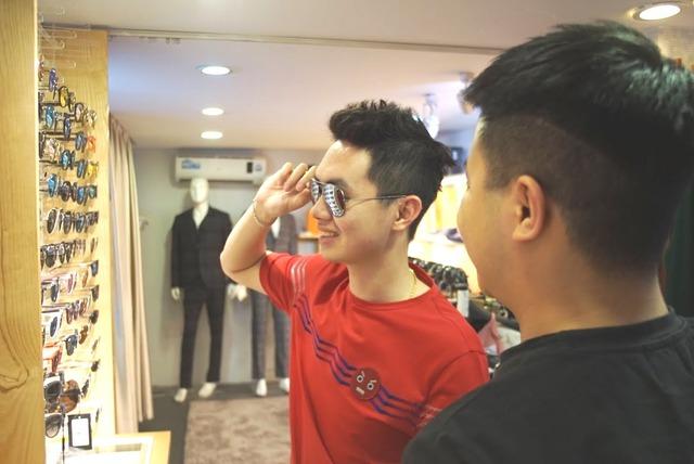 """Dân tình """"phát sốt"""" chen nhau mua hàng hiệu sale cực khủng tại Lý Thường Kiệt – Hà Nội - Ảnh 7."""