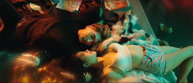 Fan nữ nháo nhào truy tìm sản phẩm xuất hiện trong MV Người Lạ Ơi 2 - Ảnh 4.