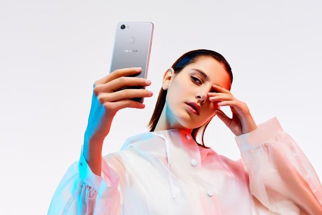 """Camera selfie nhiều """"chấm"""" nhất của OPPO F7 có gì hot? - Ảnh 1."""