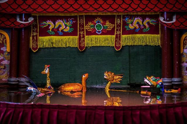 Múa rối nước được dàn dựng và trình diễn công phu tại trung tâm vui chơi thiếu nhi - Ảnh 2.