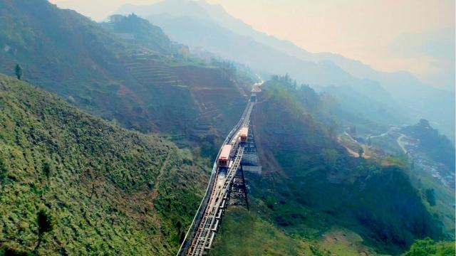 Tây Bắc đẹp dịu dàng qua ô cửa cabin tàu hỏa leo núi Mường Hoa - Ảnh 4.