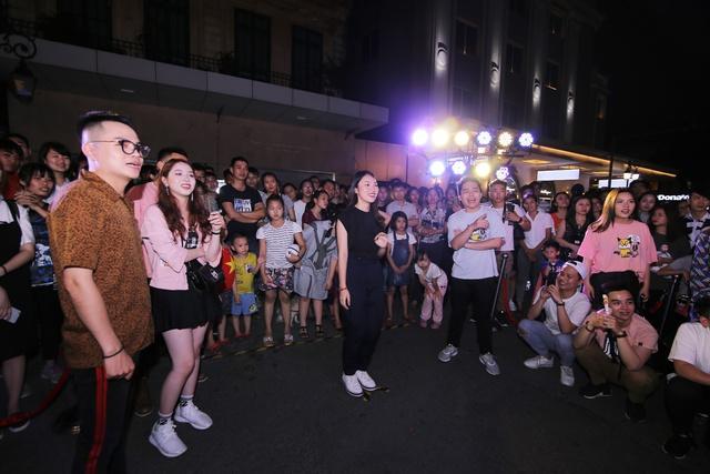 Lộn Xộn Band ra mắt bài hát mới, cùng dàn hot teen náo loạn tại sự kiện thực tế ảo trên phố đi bộ - Ảnh 7.