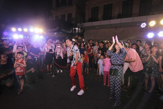 Lộn Xộn Band ra mắt bài hát mới, cùng dàn hot teen náo loạn tại sự kiện thực tế ảo trên phố đi bộ - Ảnh 8.