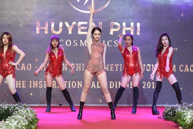 """Huyền Phi Cosmetics tổ chức tiệc vinh danh đẳng cấp """"Inspiration Gala Dinner 2018"""" - Ảnh 4."""